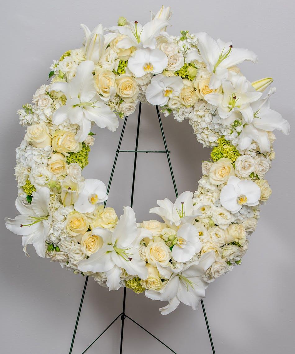 funeralflowerswreathwhite-18022210721.jpg